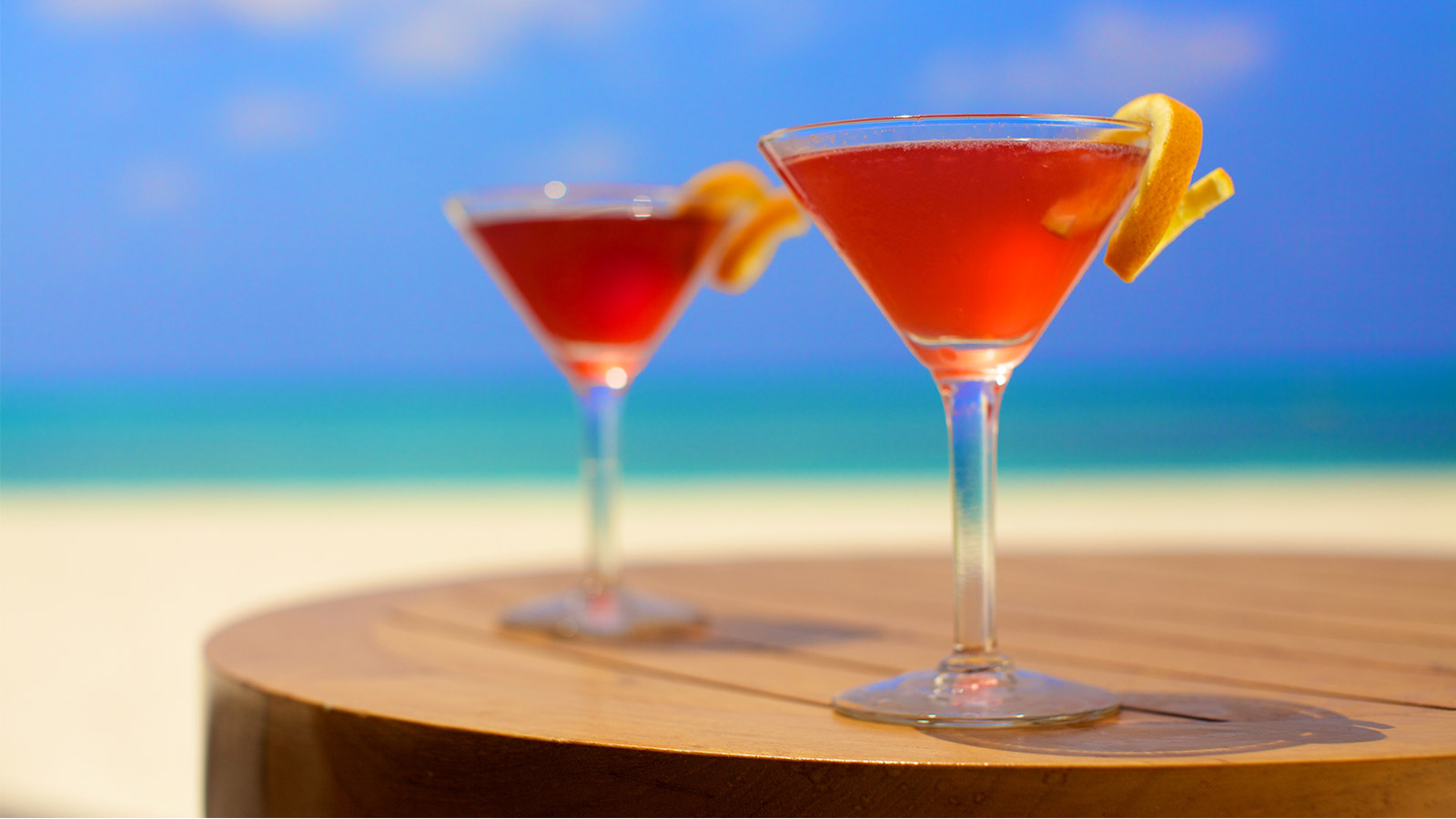 Große Auswahl an Bars für die Entspannung im Kuredu Malediven Resort