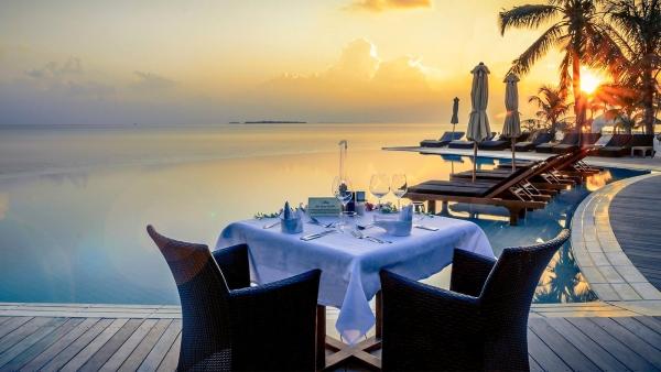 Sangu-Pool-Dinner_1600x900