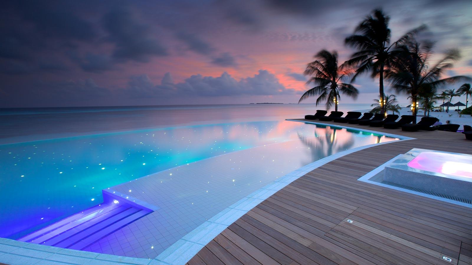 Sangu_Pool_Evening_1600x900