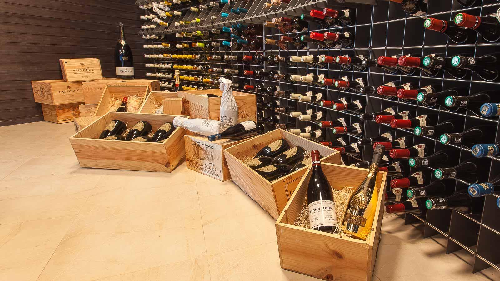 Kuredu-Wine-Cellar_1600x900