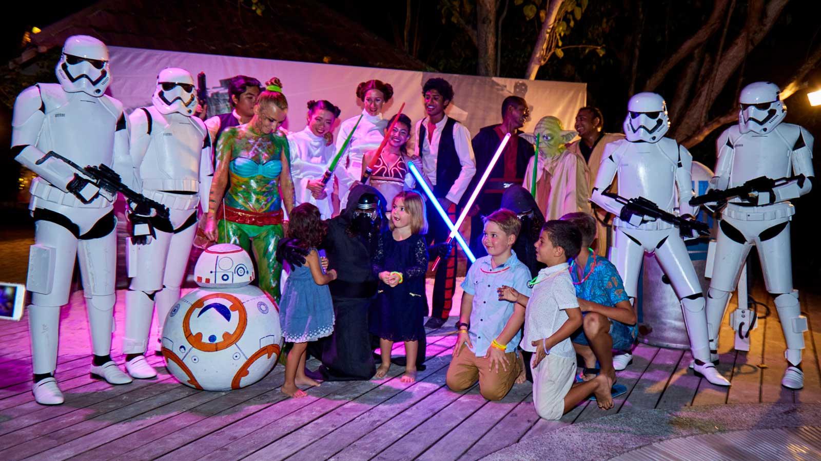 kuredu resort maldives new year s eve star wars glow party. Black Bedroom Furniture Sets. Home Design Ideas