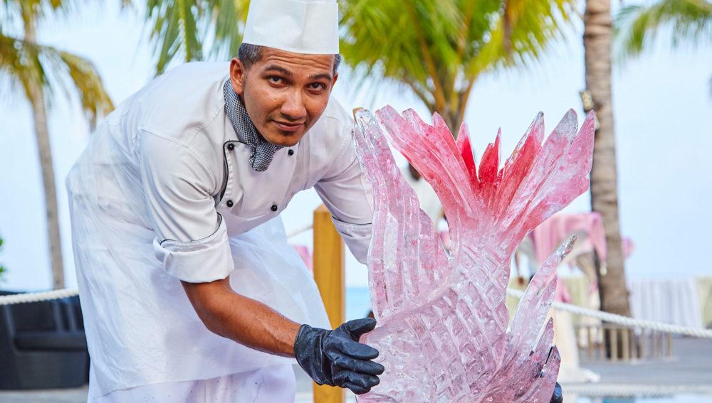 Ice carving Kuredu Maldives