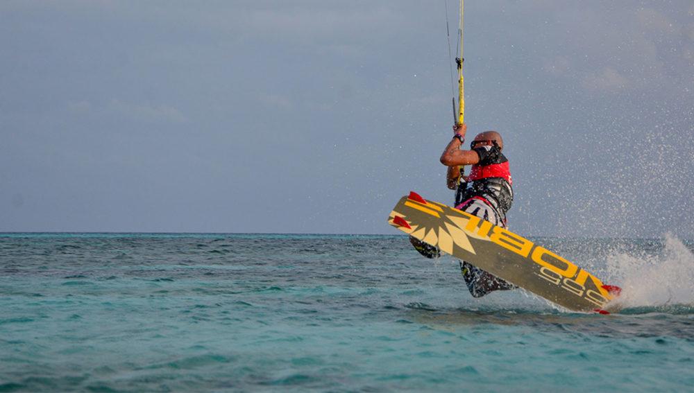 Kitesurfing Kuredu Maldives
