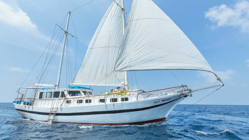 sailing Kuredu Resort Maldives