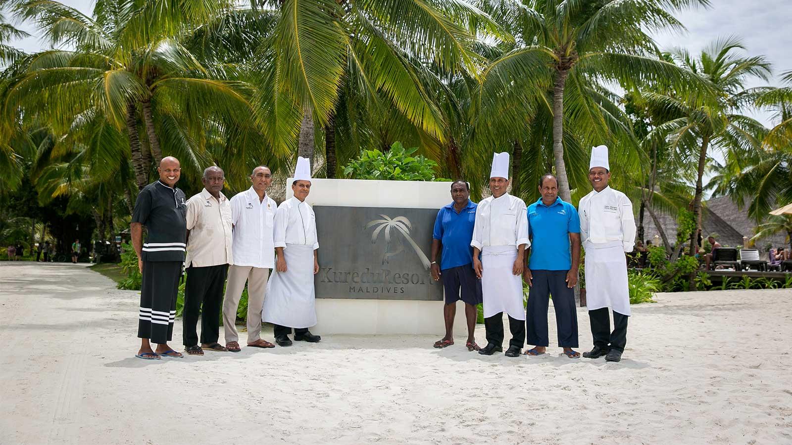 Kuredu malediven resort ber hmtheiten dienst lteste mitarbeiter - Geschenke an mitarbeiter buchen ...