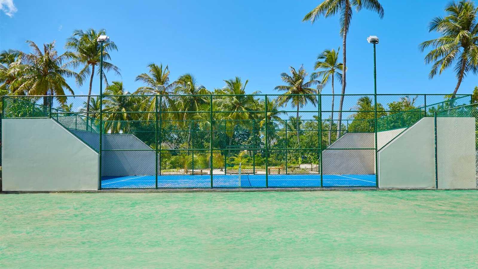 Paddle tennis Kuredu Resort Maldives