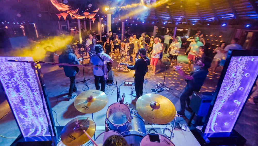 Kuredu Resort Maldives entertainment party